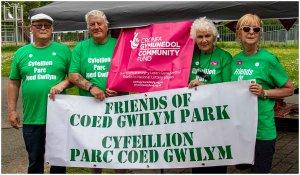 Friends of Coed Gwilym Park - pobl yn dathlu